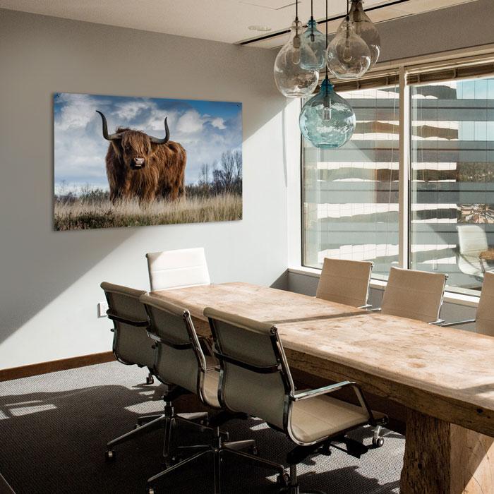 kantoorinrichting met schilderij in kantoor