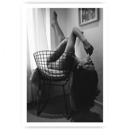 Muurposter vrouw in stoel