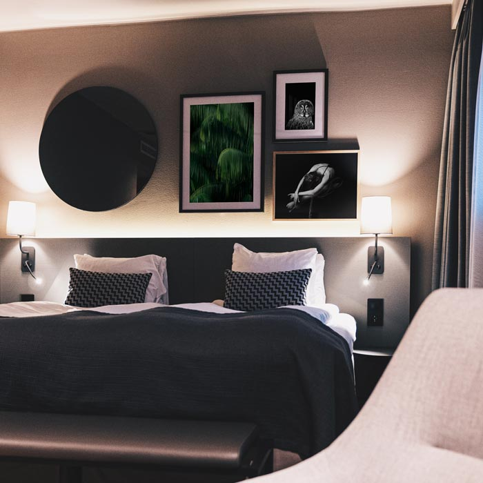 posters schilderijen hotel kamer