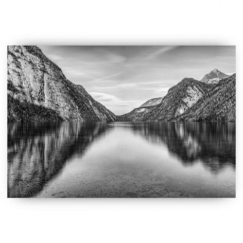 poster landschap met bergen en water