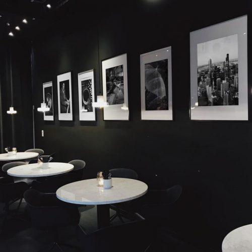 schilderijen restaurant zwart wit foto