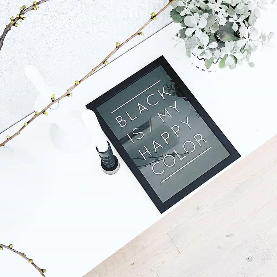 black is happy color woonkamer