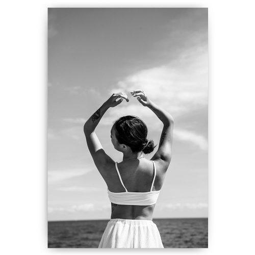 vrouw aan zee